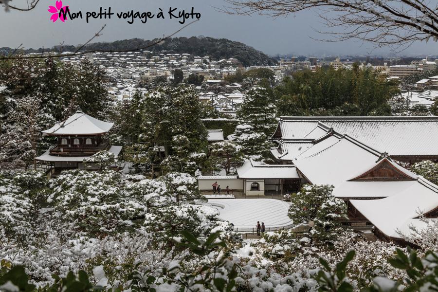 Depuis les hauteurs du temple, on peut avoir une vue d'une partie de la ville.