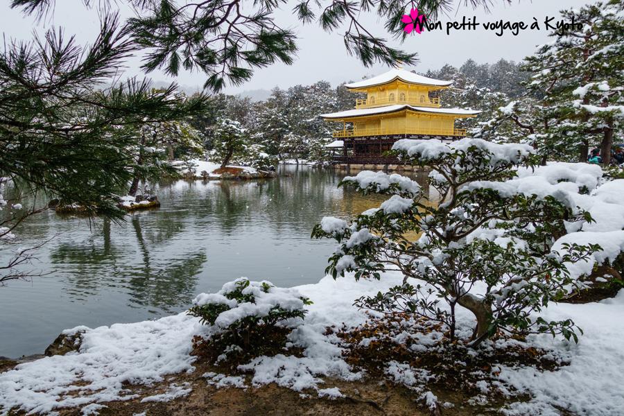 Temple Kinkaku-ji neige